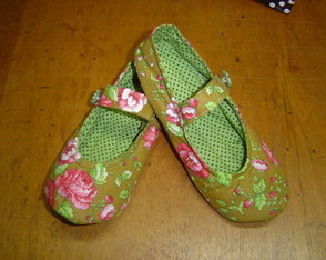 room-shoes-floral