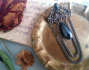 Broche Victorian Pearl & Chains