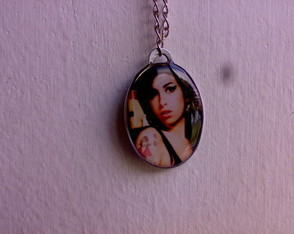 colar-amy-winehouse