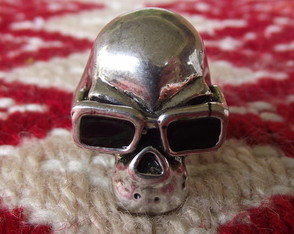 anel-skull-with-sunglasses