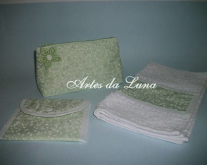 kit-necessarie-toalha-e-porta-absorvente