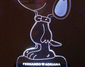 Luminária de Mesa Abajur Display Led Rgb - Snoopy