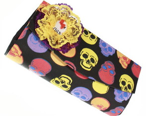 lollipop-clutch-caveiras-com-broche