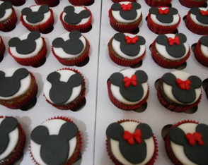 mini-cupcakes-de-mickey-e-minnie