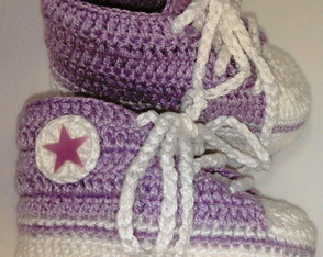 all-star-baby-em-croche-lilas