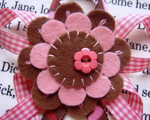 broche-pink-e-brown