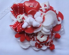 broche-red-and-white