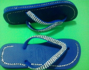 Chinelos havaianas customizados com strass
