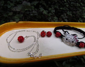 Kit Pulseira Shambala Hello Kitty vermel