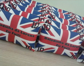 KIT ALMOFADA 28x18+MASCARA ONE DIRECTION