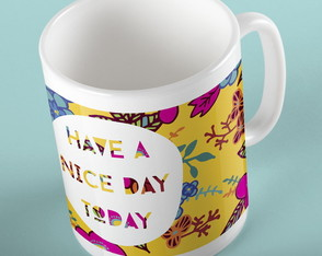"Caneca ""Have a nice day today"" Amarela"
