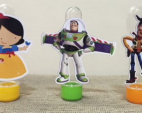 Tubetes com personagens
