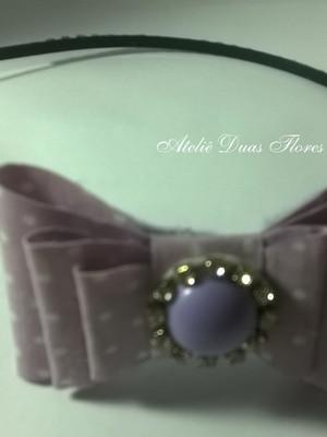 Tiara com laço estruturado lilás