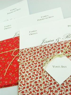 Convite com envelope em tecido composê