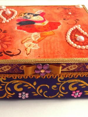 Caixa decorativa em scrapdecor dançarina persa roxo dourado