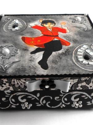 Caixa decorativa em scrapdecor dançarino persa preto prata