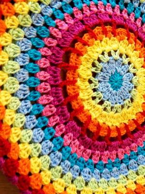 Capa Mandala em crochet para banco