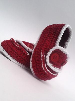 A359 Sapatinho croche vermelho menino