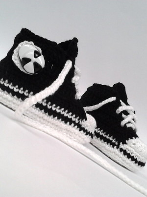 A198 Sapatinho de croche tipo all star