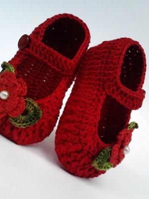 A122 Sapatinho de croche vermelho menina