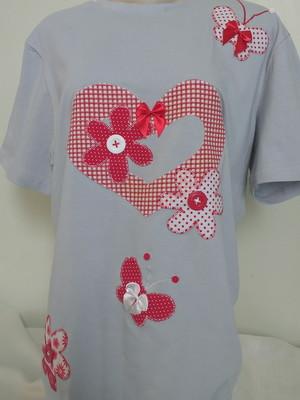 Camiseta - Coração e flores 2