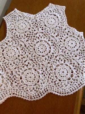 Cropped Regata Branca em Crochet