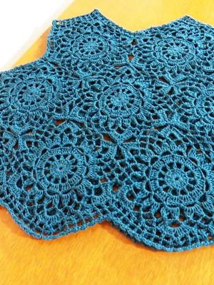 Cropped Regata Azul Petróleo em Crochet