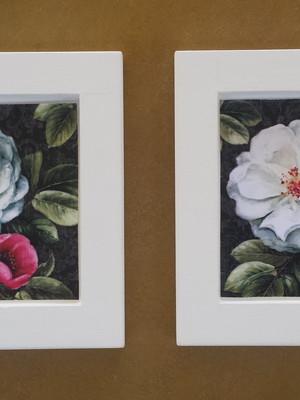 Kit 2 quadros brancos de flores, Tam.: 14 x 14 cm cada