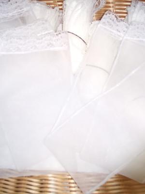 Saquinho Organza Tunil com renda 25x30cm