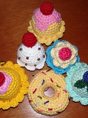 Chaveiros Cupcake e donut