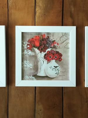 Trio de Quadros De Flores com Vidro Tam.: 23 x 23 cm cada