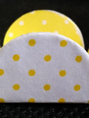 Forminha Poa Amarelo Branco (50 forminhas)