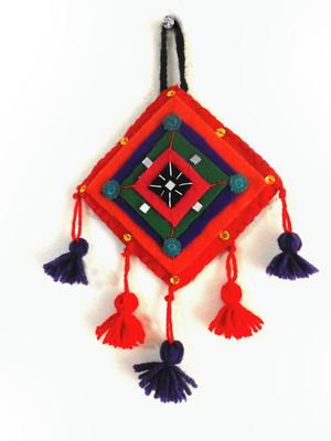 Enfeite de parede em feltro amuleto Nazar vermelho