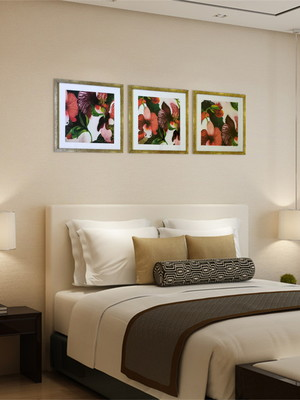 Trio de Quadros de Flores c/ Vidro Tamanho 43 x 43cm cada