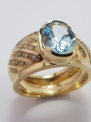 Anel de Ouro 18k com Água Marinha e Diamantes