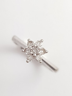 Anel (Chuveiro) de Ouro Branco com Diamantes