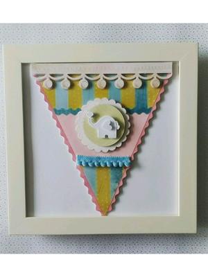 quadro decorativo feito com corte colagem bandeirola bebê
