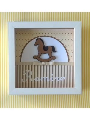Quadro enfeite porta maternidade menino cavalo de pau neutro