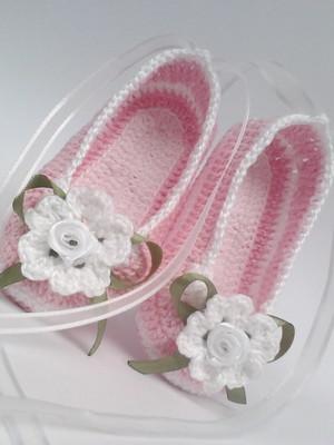 A218 Sapatilha de croche rosa menina