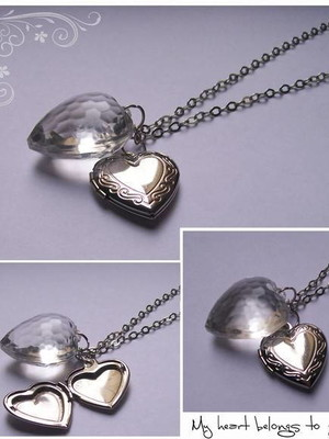 Colar relicário com heart of glass