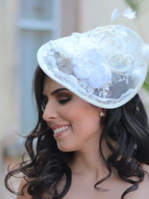 Chapéu Fascinator Renda Flores Penas