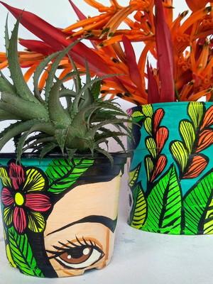 Frida Kahlo | lata grande + vaso pequeno