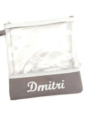 Necessaire quadrada transparente com nome bordado *