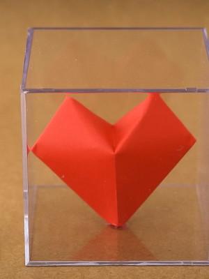 {Pronta entrega} Coração no cubo de acrílico