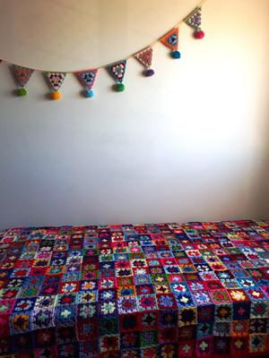 Colcha solteiro em quadradinhos de crochet