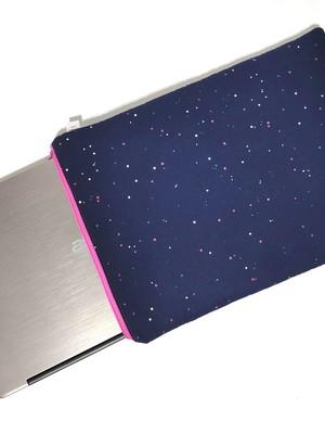 capa acolchoada com zíper porta notebook *