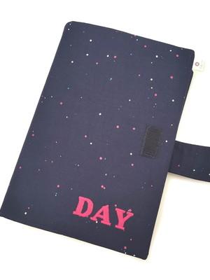 Capa porta livro com fecho e nome bordado 23,5x34cm *