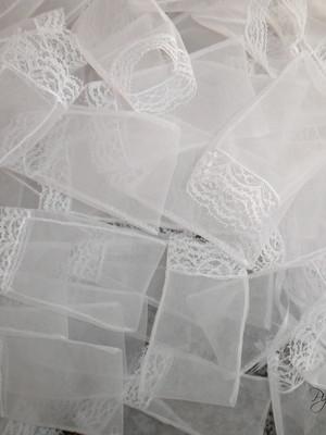Saquinho Organza Tunil com renda 6,5 x 7,5 cm