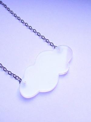 Colar Pingente Nuvem acrílico