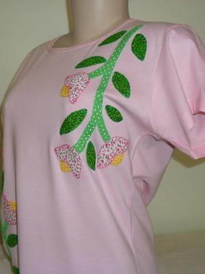 Camiseta Baby look - Raminho de flores